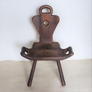 カフェ・ド・ヴィブ 一枚板の小さな椅子