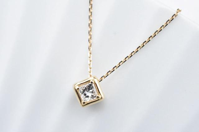 プリンセスカットダイヤモンド ネックレス  0.232ct / E / VS-2 / K18YG