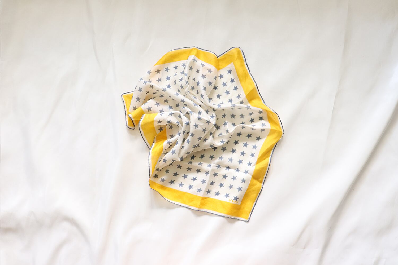 【vera/ベラ・ニューマン】正方形のスカーフ / 星柄