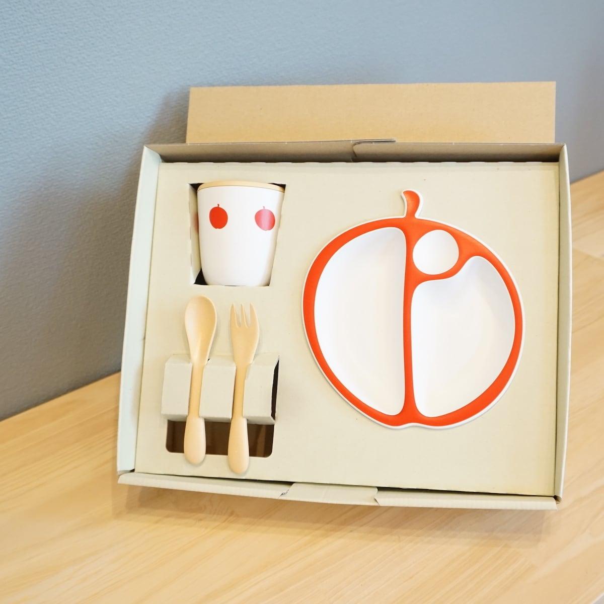 お子様のお祝いにぴったり。PAPPA MELA(りんご食器セット)