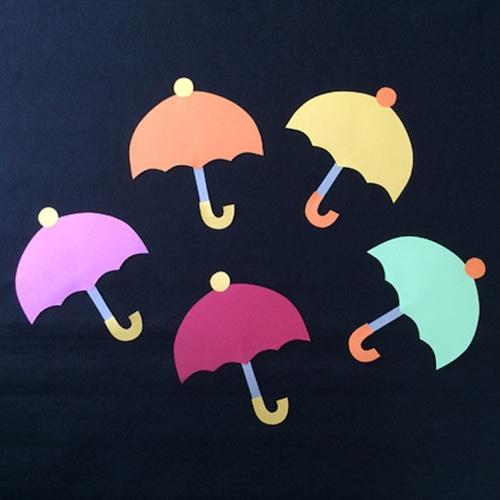 小さい傘の壁面装飾(メッセージカードにも)