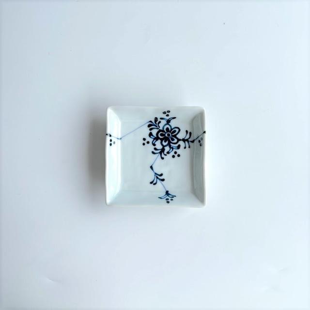 【在庫限り*波佐見焼】一珍小花 角小皿