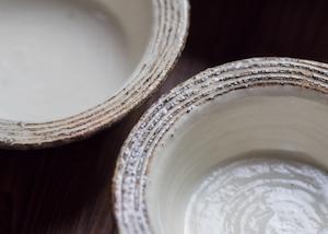 渕荒横彫 切立リム豆鉢(信楽焼・小鉢・粉引)/古谷 浩一