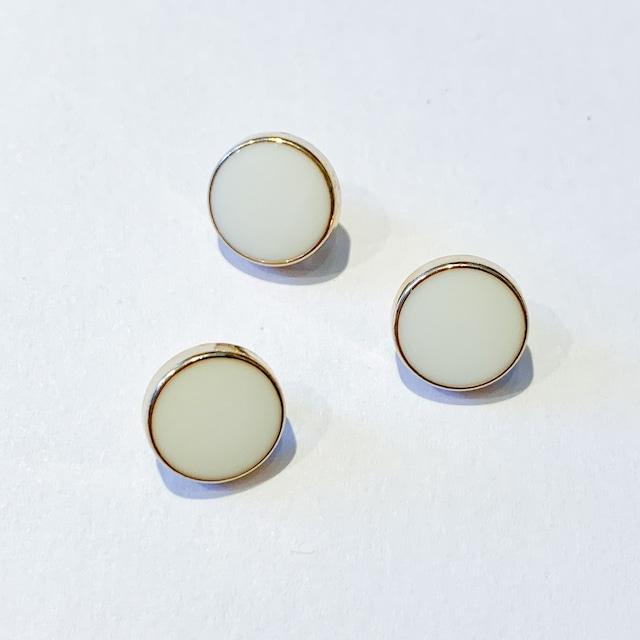 ゴールド縁の白丸ボタン