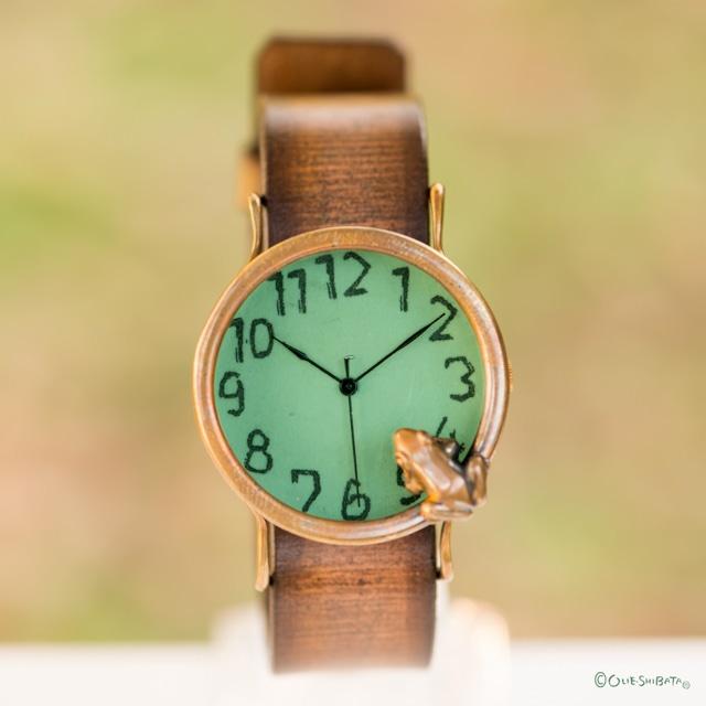 池をのぞく蛙腕時計L若草