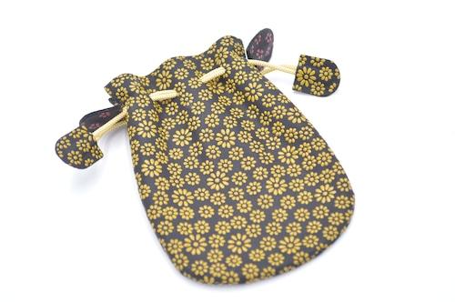 不思議巾着(小)黒/黄 大小の菊柄