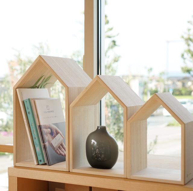 大人気の本の家に新しいサイズが新登場!本の家【Book House Nest mini】動画あり。