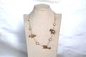 Woody animals necklace