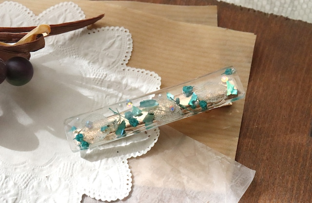 ドライフラワーとビジューを使った花の髪飾り / ヘアピン・クリップ(グリーン)