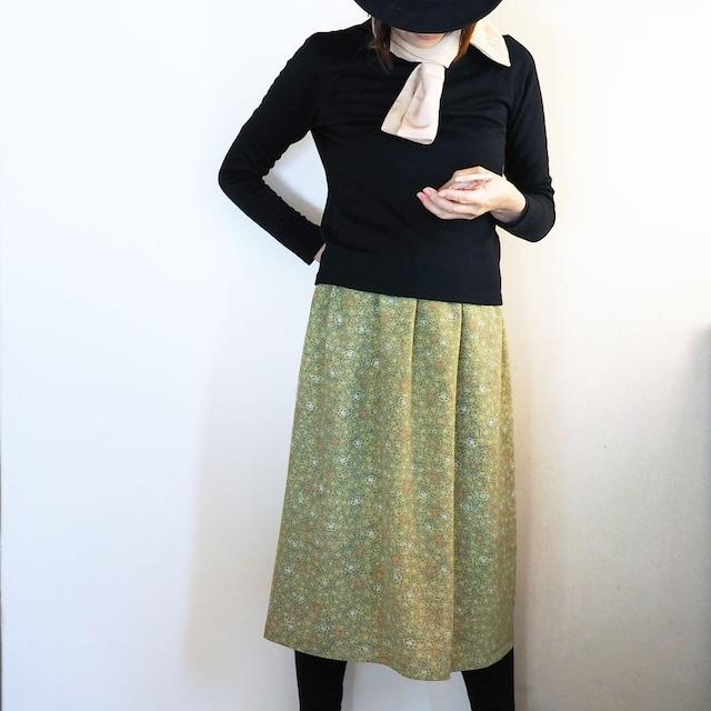 草色鮫小紋に梅のギャザースカート