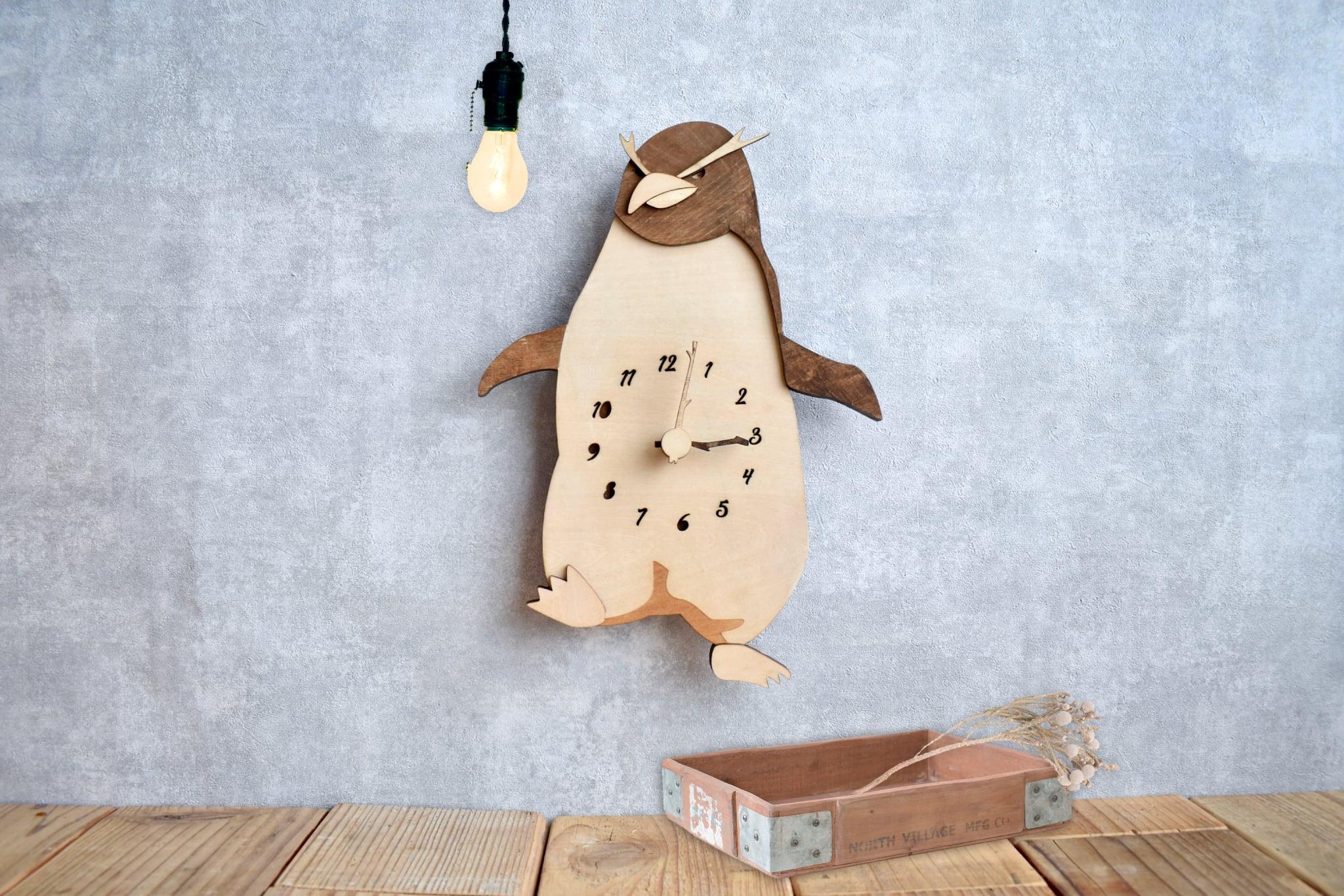 イワトビペンギンの時計 木製 掛け時計