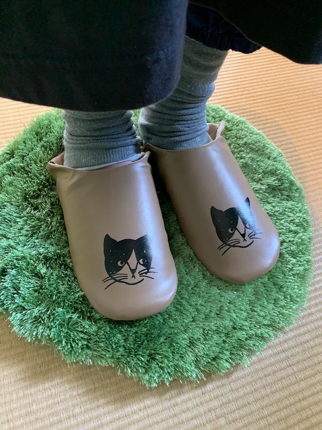 Matsuo Miyuki slipper cat_Poppy B