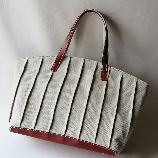 Linen pin tuck bag