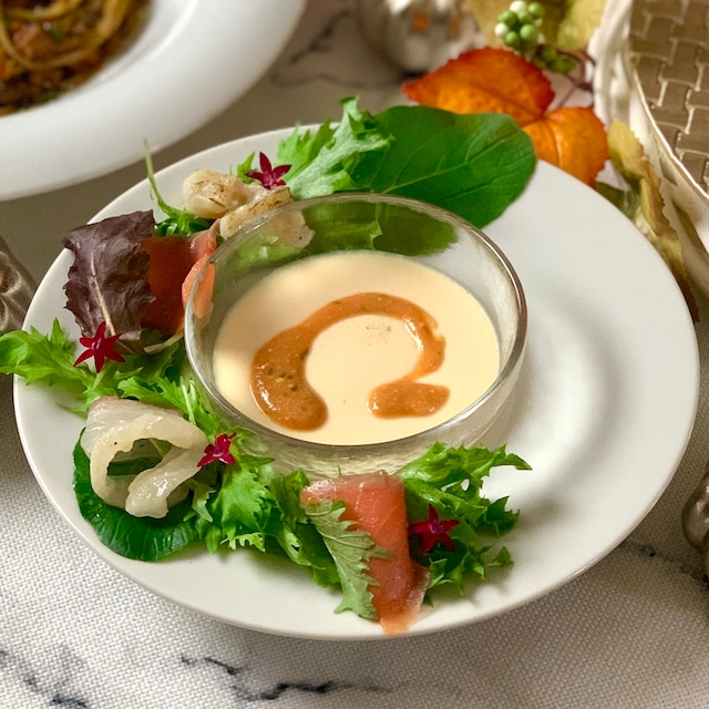 フラン海老のビスクソースのせと海鮮サラダ