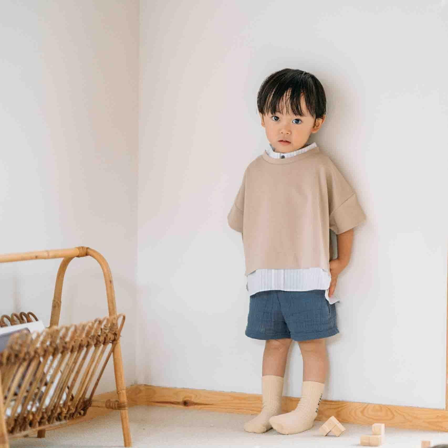 デザインコラボベージュTシャツ+ショートパンツ