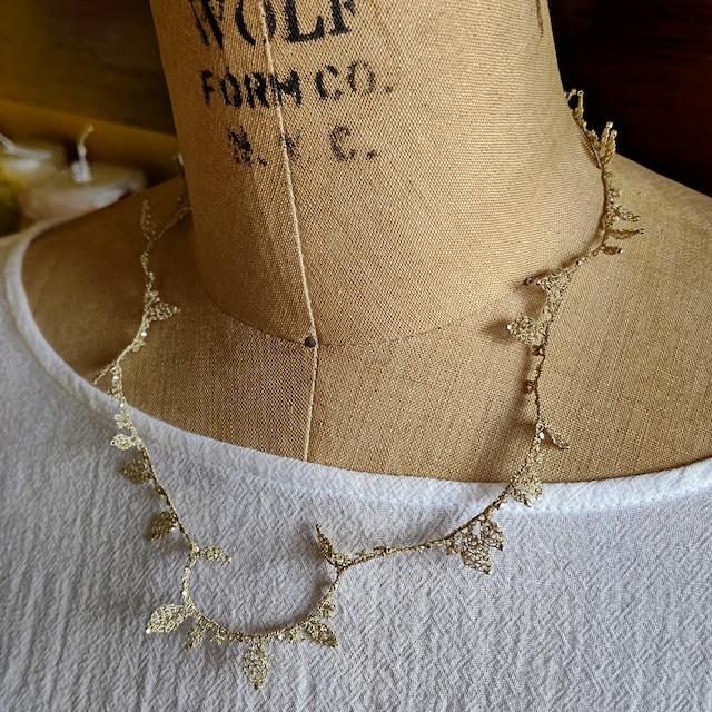 oya leaf necklace
