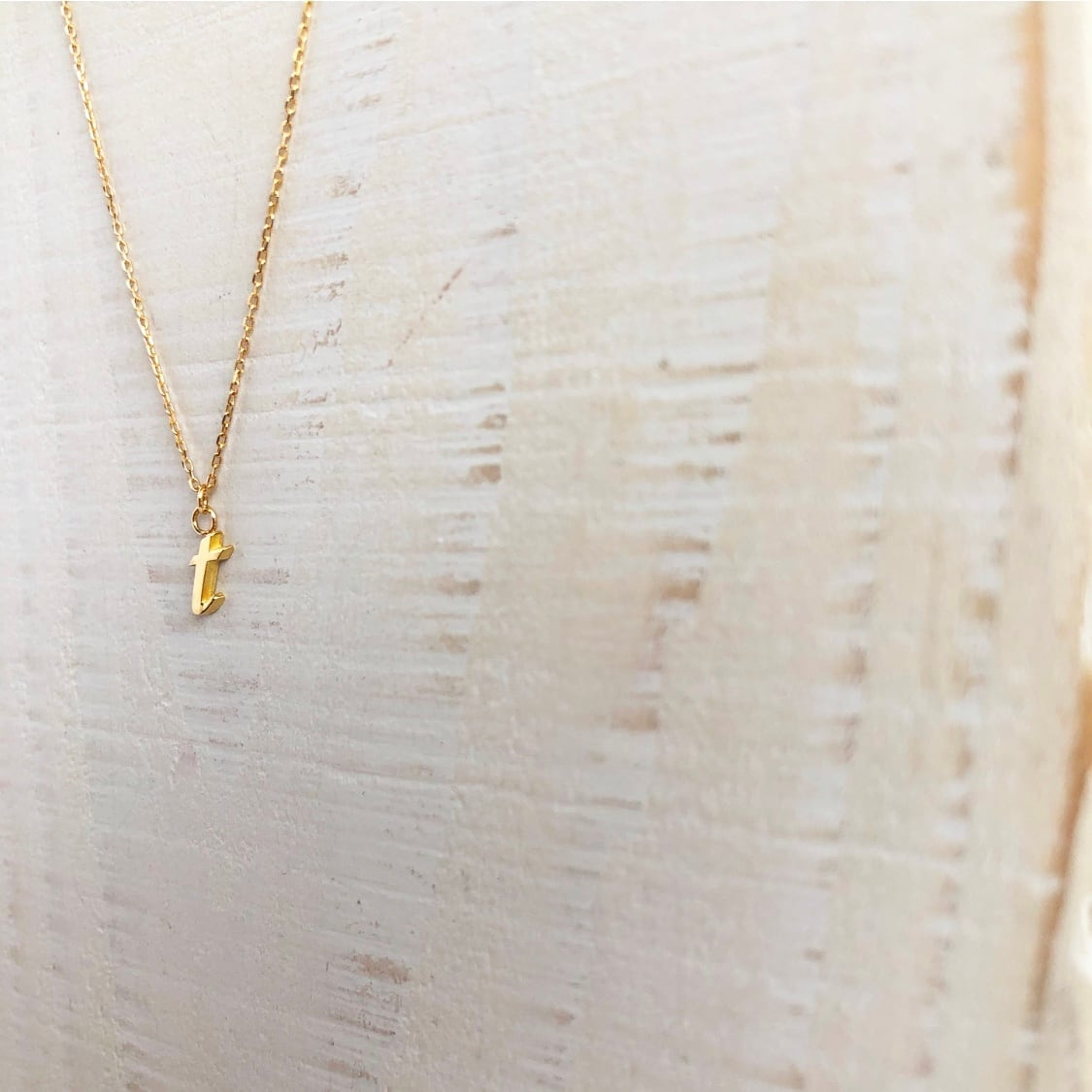 18k initial 't' necklace / Belleza by n