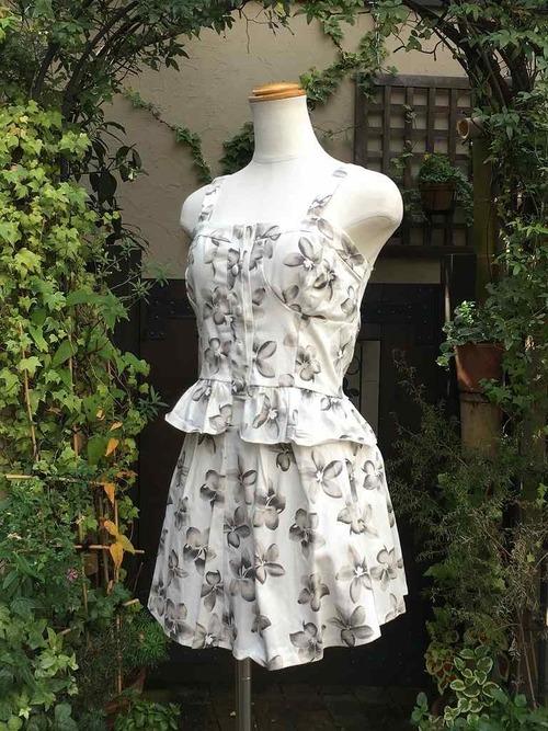 フリルビスチェとスカートのお花柄セットアップ 白