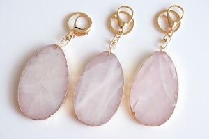 rose quartz slice key holder -gold rim-