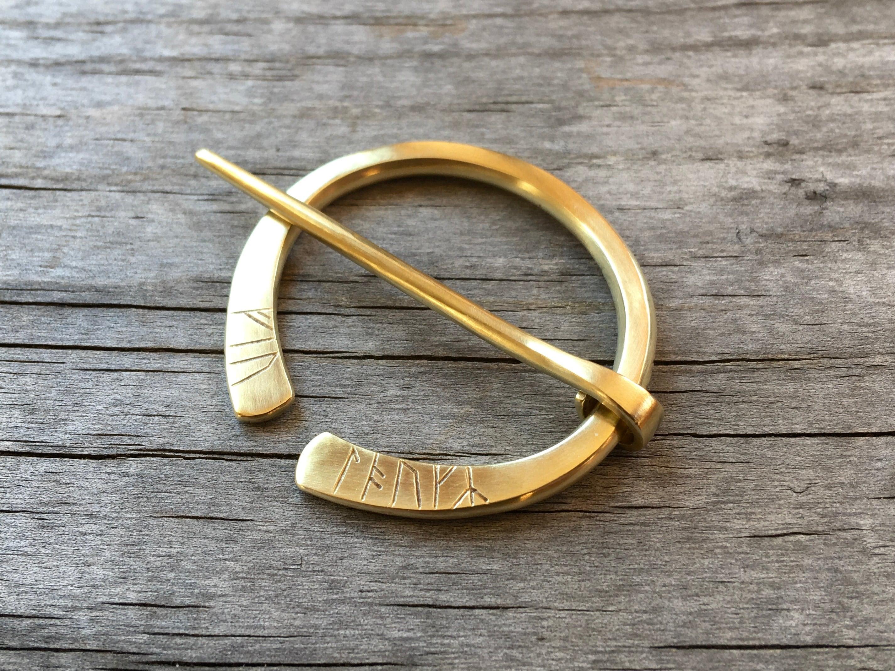 ルーン彫刻ピンブローチ[真鍮/磨き仕上げ]
