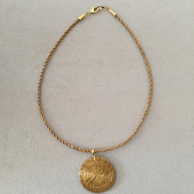 【ビオジュエリー】 黄金の草 カッピンドウラード  草紐ネックレス ラウンド 4cm