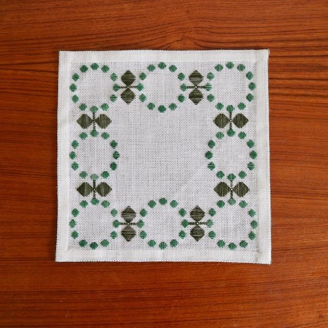[SOLD OUT] スウェーデン / ドイリー ティーマット ミニクロス 刺繍 グリーン