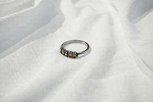 JULIA ZIMMERMANN / BROKEN GOLD PIECES RING