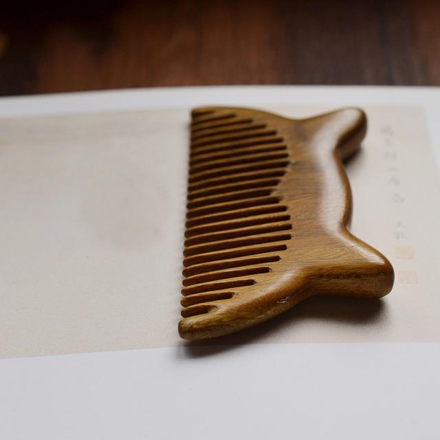 櫛 ヘアコーム 木製 クシ くし 彫り櫛 天然緑檀木 ギフト 友達 ミニ 手作り 猫耳 可愛い