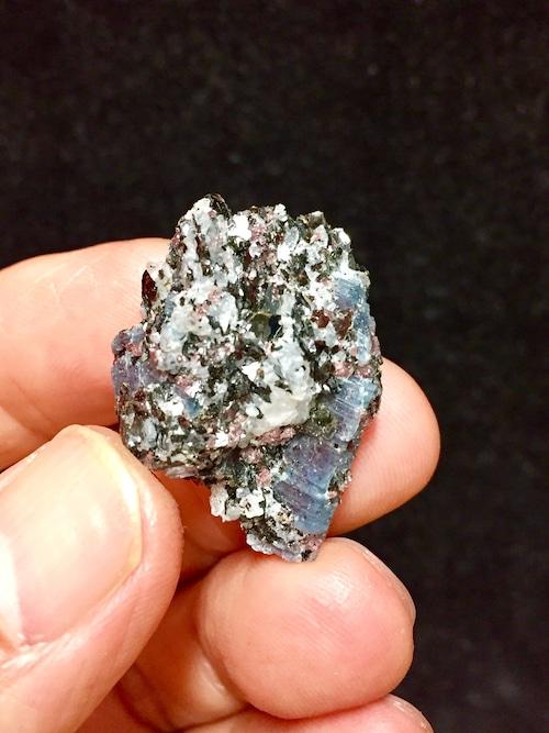 B) ロシア産カイヤナイト