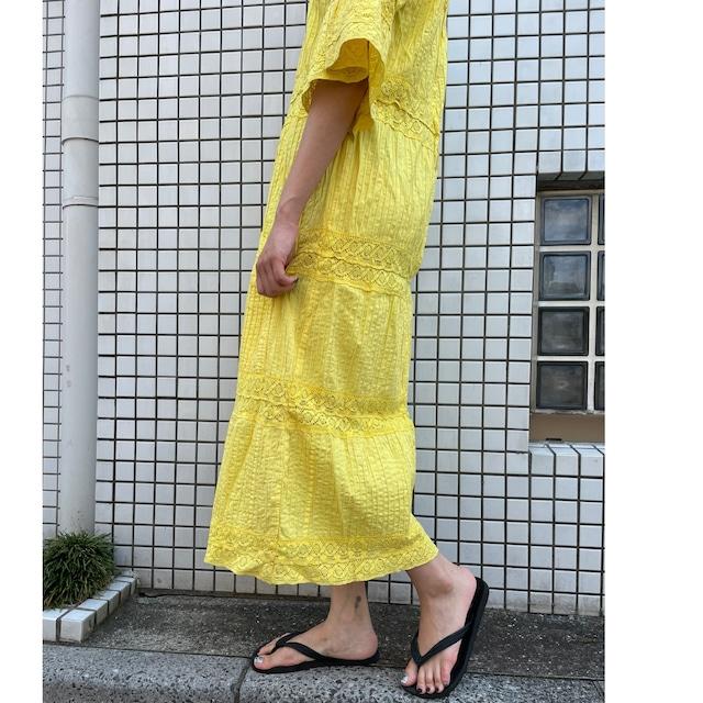 SLEEVE FLARE LACE DRESS