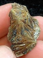 8) アストロフィライト原石