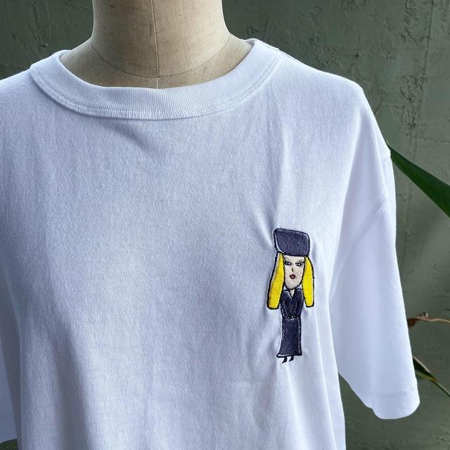 【巨匠動物園】Vネックの女・ワンポイント刺繍Tシャツ