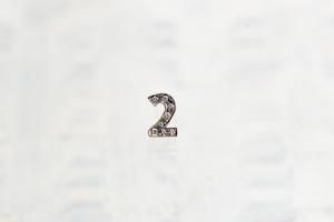 数字 シングルピアス  SV925 Numéro diamant 2