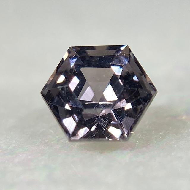 スピネル 六角形  約3.7*2.8mm r-0542