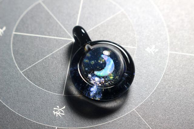 【microcosmos moon】