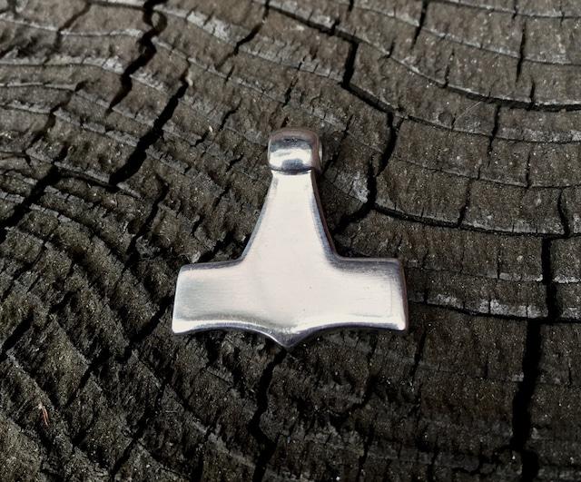 トールハンマー デンマーク Sejerø[シルバー/磨き仕上げ]鹿革紐付