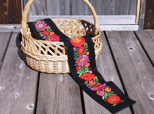 マチョー刺繍 黒のタペストリー MATYO ハンガリー伝統工芸 カロチャ