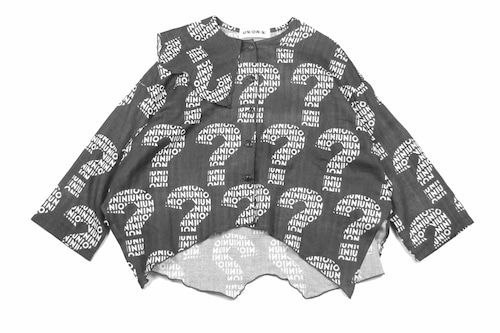 "《UNIONINI 2019AW》""nazo"" wave collar blouse / black"