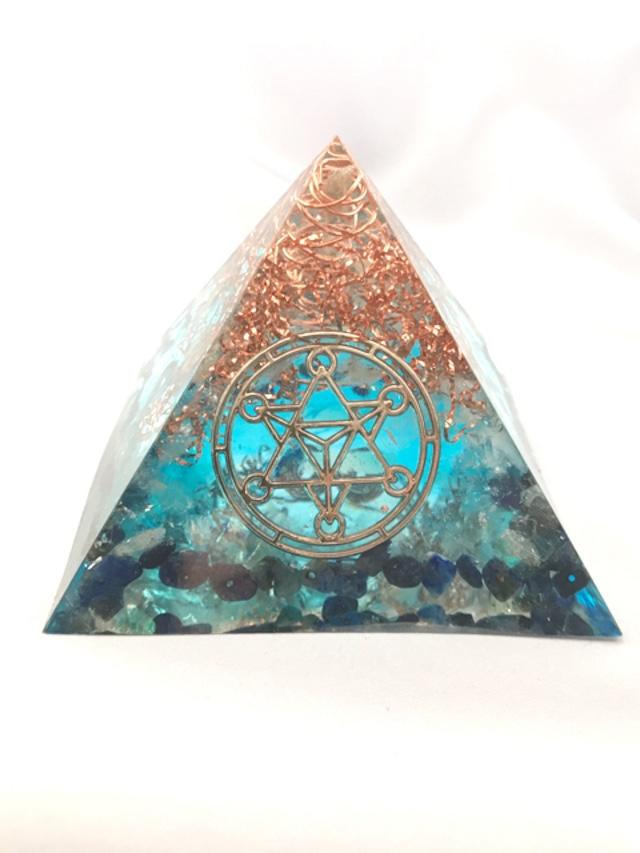 ピラミッド型オルゴナイト【ラピスラズリ&天然水晶】