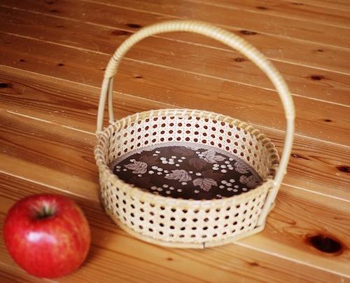 ドイツ 手編籐飾り籠 ワンハンドル ブドウ柄の布 お買い物 かご パニエ マルクト籠