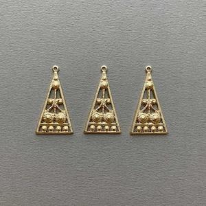 USA真鍮 エキゾチック透かし三角チャーム