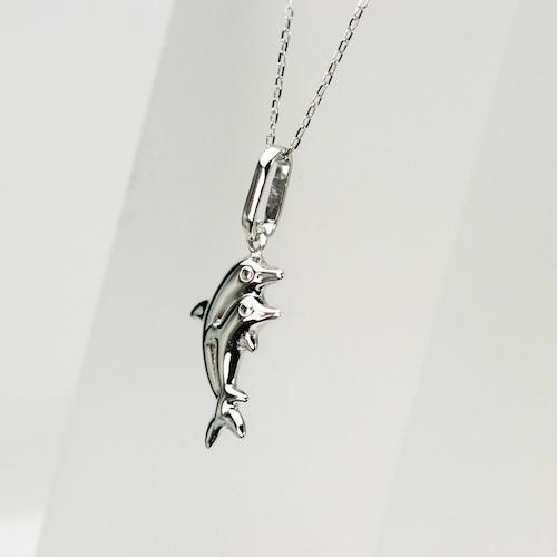 イルカのペンダント チェーンネックレス付き
