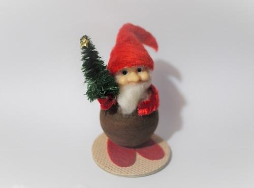 もみの木を持ったサンタクロース クリスマスオーナメント
