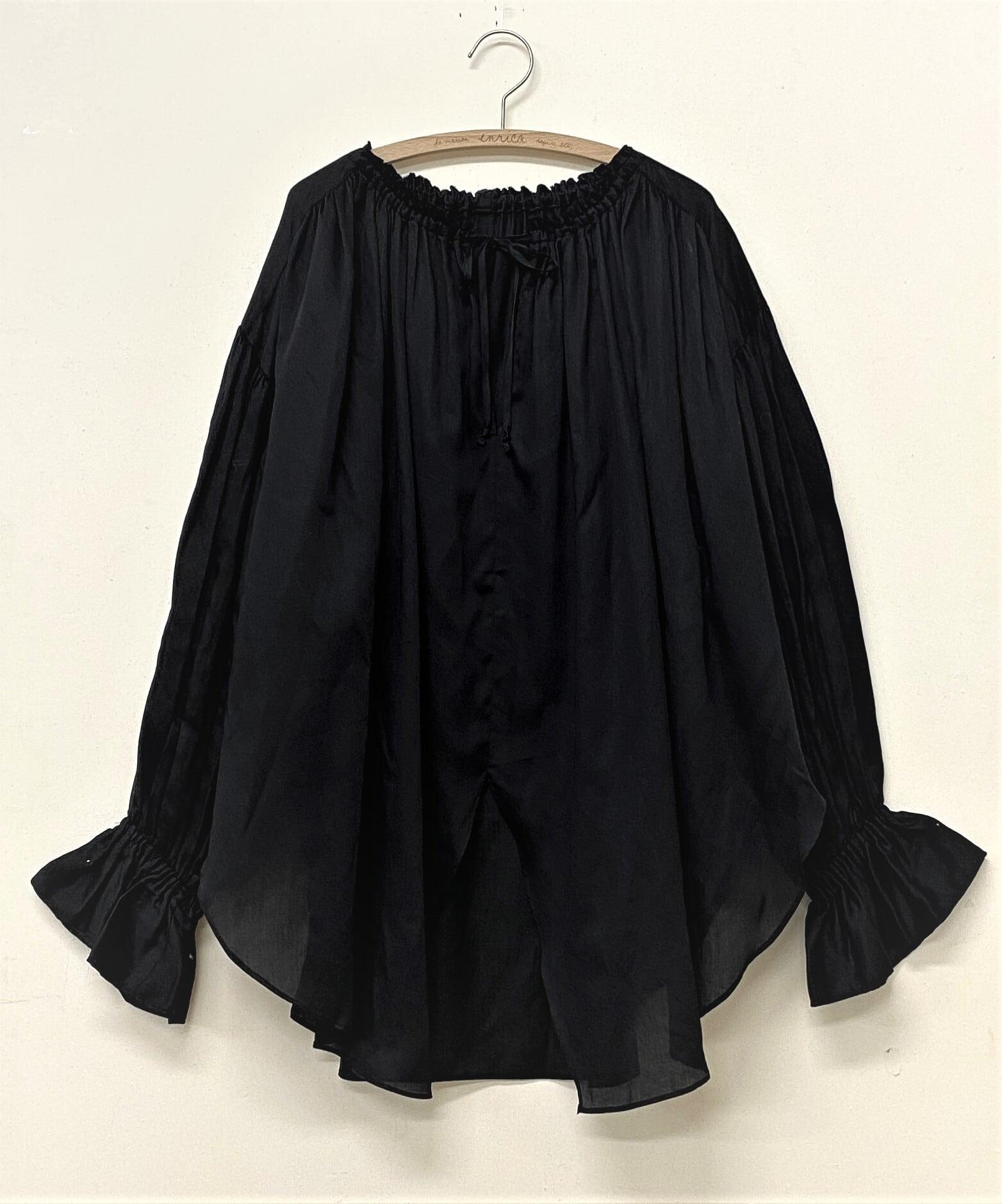 綿サテンのボリュームスリーブ ブラウス LOGWOOD-BLACK(ログウッド染め)