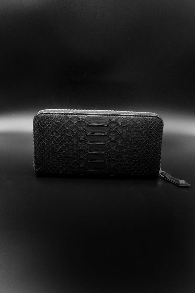 Item No.0343:Round Zip Wallet/Diamond python /Black