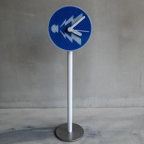 青い警笛ならせ時計