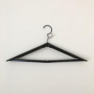 折りたためるハンガー ブラック|Folding Hanger Black(PUEBCO)