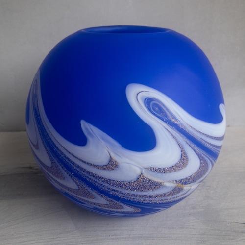 青い海の花瓶