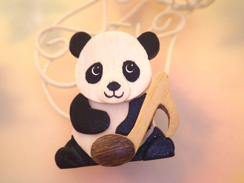 パンダと音符 木製ブローチ