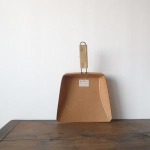 Paper dustpan 1945